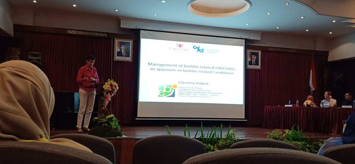 "Simposium Internasional dan Konferensi Pasca-Sarjana ""Infectious Diseases and Non Communicable Diseases: From Bench to Bedside"""